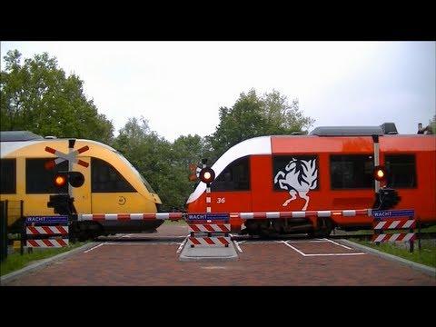 Spoorwegovergang Hengelo Gezondheidspark // Dutch railroad crossing