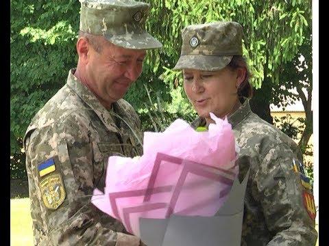 Телеканал ІНТБ: У Тернополі військовослужбовець освідчився коханій під час шикування