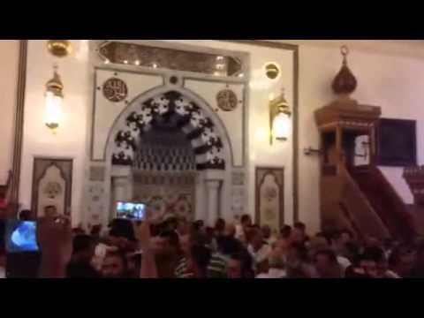 المصلون في مسجد الرحمن الرحيم ينفجرون في وجه سالم عبد الجليل قاتل قاتل قاتل