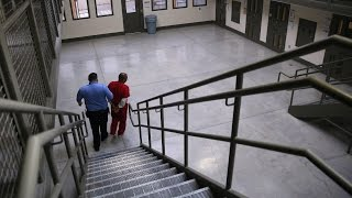 Justice Department to stop using private prisons
