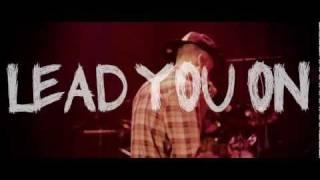 Смотреть клип Machine Gun Kelly - Lead You On