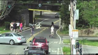 【事故】トラックが高架下へ挑んで案の定…