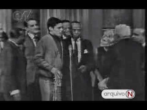PeLo TeLeFoNe -O pRiMeIrO sAmBa bRaSiLeIrO -  Chico Buarque, Donga
