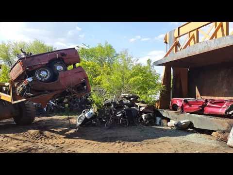 Car Crusher crushing cars 25