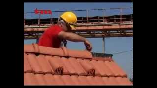 Укладка обычной керамической черепицы на крышу дома