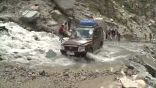 Tata Sumo Gold in action at the Rohtang Pass