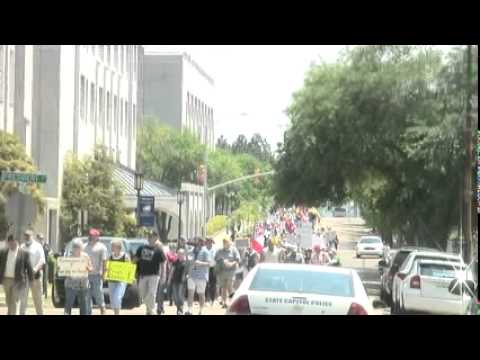 Tea Party rallies at Mississippi Capitol