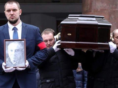 Известный актер рухнул на похоронах Юрского: «упал прямо возле гроба»