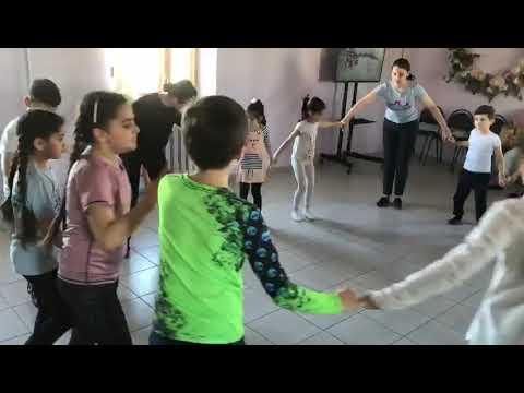 Занятие детей в армянской воскресной школе