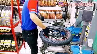 Proses ganti ban tubeless motor gampang banget pake alat khusus