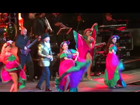 "Morenita"" Marco Antonio Solís en Chicago at Allstate Arena 8/19/2017"