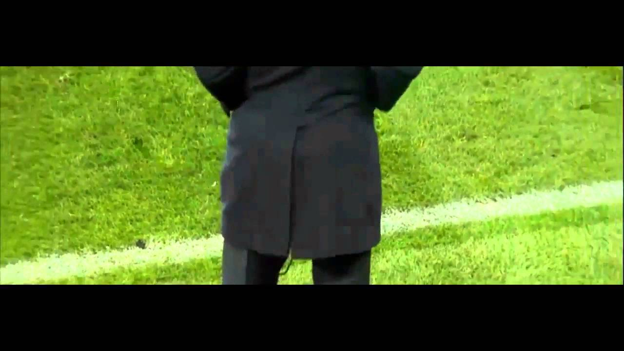 In Zinedine Zidane torn pants again during the match ...