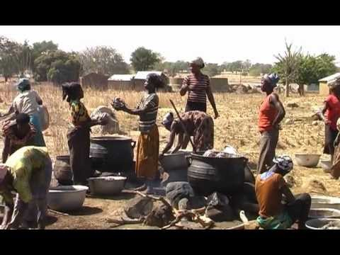 Ghana organic/bioSheabutter Herstellung/Produktion 5 Shea butter Women Cooperative Mavis Asigre