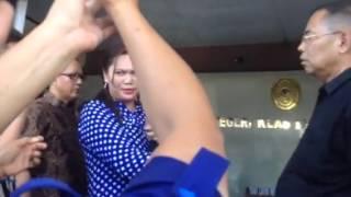 Video Di Manado pasutri hebohkan Pengadilan Negeri Manado sidang mediasi gugatan cerai ricuh download MP3, 3GP, MP4, WEBM, AVI, FLV Maret 2018