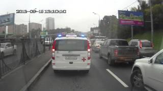 Как пропускают скорую помощь на рублёвке(Три скорой помощи пробираются по Рублёвскому шоссе с больным., 2013-09-19T19:18:57.000Z)