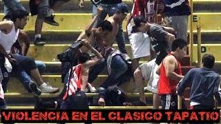 Tremenda pelea entre fans y la policia en el juego Chivas vs Atlas thumbnail
