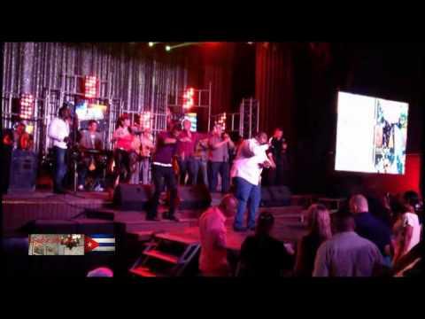 Que sigan sonando los tambores de osmani espinosa v deo for Divan cantante cubano