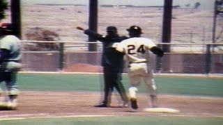 Willie Mays collects his 3,000th career hit in 1970