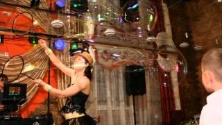 Шоу гигантских мыльных пузырей Bubble dance
