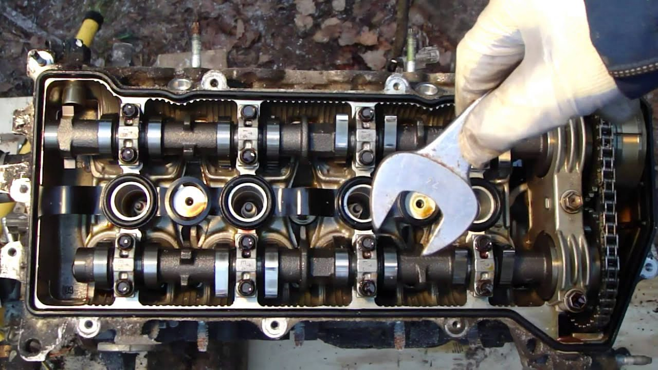 How to disassemble engine VVT-i Toyota Part 9/31: Cylinder head cover