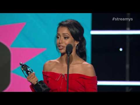 Jenna Marbles and Eva Gutowski Present the Comedy Award to Liza Koshy - Streamy Awards 2017