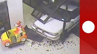 Jewel thieves use car as battering ram in shopping centre heist