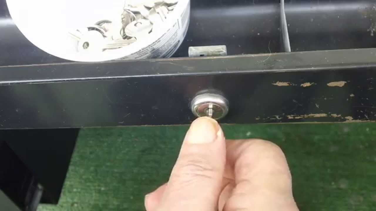 HOW TO JIGGLE A LOCK OPEN IN A DESK DRAWER   YouTube