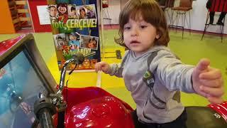 fatih selim en byk jetonlu oyun alanna gitti onu bulmakta zorlandm jetonsuz oyuncaklara bindi