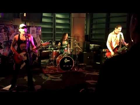 "The Pretty Fingers at ""Live & Loud"" Seabrae Bar, Mon komo Hotel"