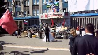 СБУ Луганск 26 04 14, свадьба  на  ступенях  будущего!!!