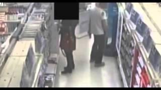 Repeat youtube video Alışveriş merkezinde kadınların etek altı fotoğraflarını çekerken yakalandı