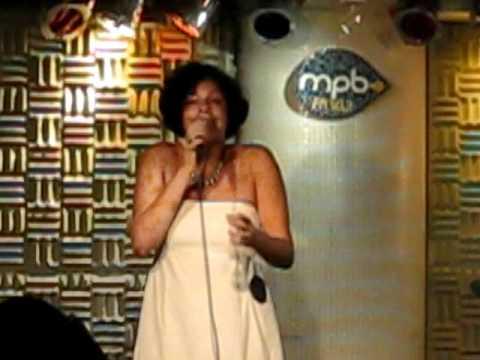 Sanny Alves canta na Baixa do Sapateiro