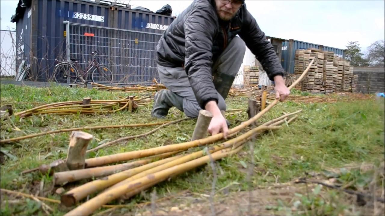 Faire Une Palissade Avec Des Branches barrière en branches de saule tressées, c'est gratuit ! [tuto]