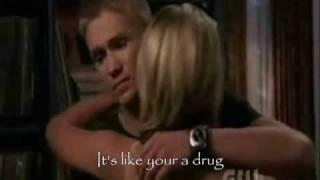 kelly clarkson -  addicted *lyrics*
