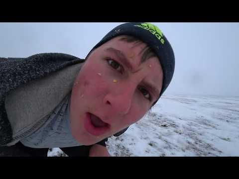 Босиком по снегу в поле