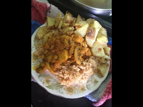 Frans homemade vegetarian quorn chicken curry with brown rice & chips
