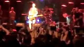 Haluk Levent Konserde Doğaçlama Şarkıyla Karşıdaki Evden Ayran İstiyor