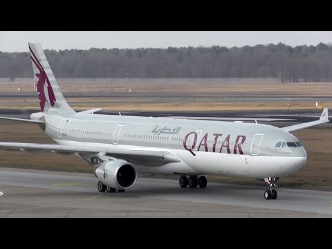 Qatar Airways Airbus A330-302 A7-AEI landing + taxiing to gangway Time Lapse Berlin Tegel Airport