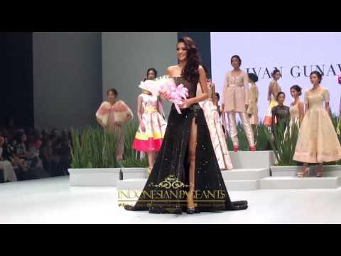 "Kezia Warouw ""KECEH"" Jadi Bintang Kedjora di Indonesia Fashion Week 2017"