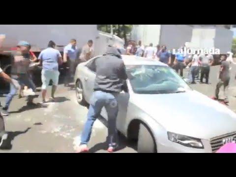 Destrozan autos de Uber cerca del aeropuerto