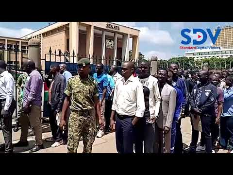 Hundreds of Kenyans throng Parliament buildings to view Mzee Moi's body