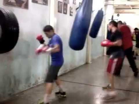 Practica de boxeo por parte de notables púgiles.