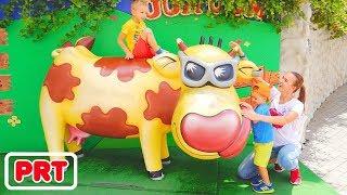 O melhor playground ao ar livre para crianças Brincadeiras engraçadas no parque temático com Vlad