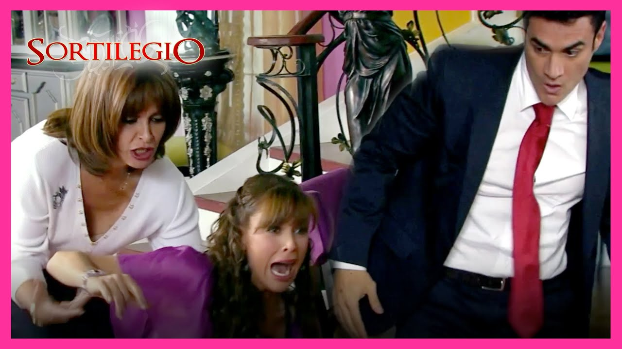 Download Sortilegio 1/4: Bruno golpea a María José frente a Victoria | C-10 | tlnovelas