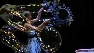 Шоу гигантских мыльных пузырей(, 2013-07-21T12:05:19.000Z)