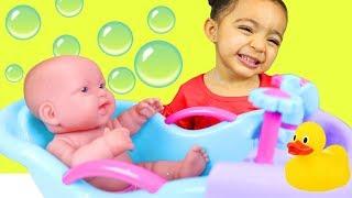 Bath Song   Leah Pretend Play Nursery Rhymes & Kids Songs Sing-Along