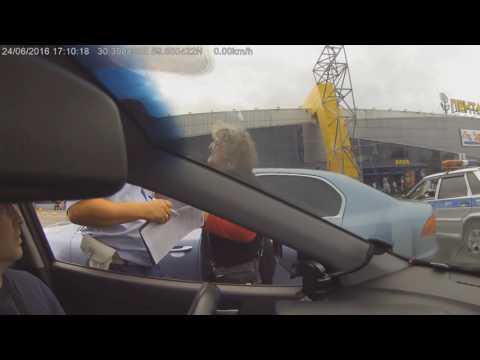 В СПБ незаконно эвакуировали автомобили и выписывали штрафы.