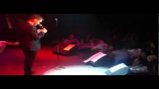 Mixalis Xatzigiannis - I agapi pou menei (Polikatoikia) (Live)