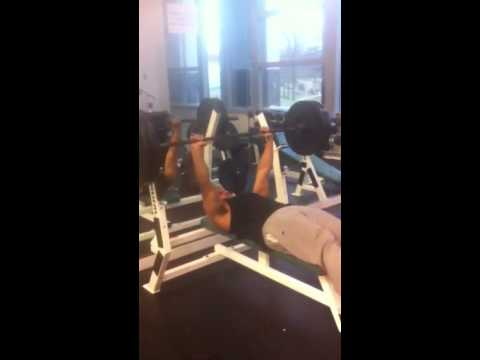 FlytRight Behind The Scenes: 225lb Bench-Crunch