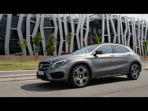 Gla the new compact suv of mercedes benz gabeturbo for Small mercedes benz